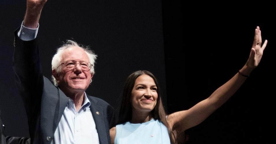 VS: Alexandra Ocasio-Cortez en Joe Biden horen inderdaad niet in dezelfde partij…